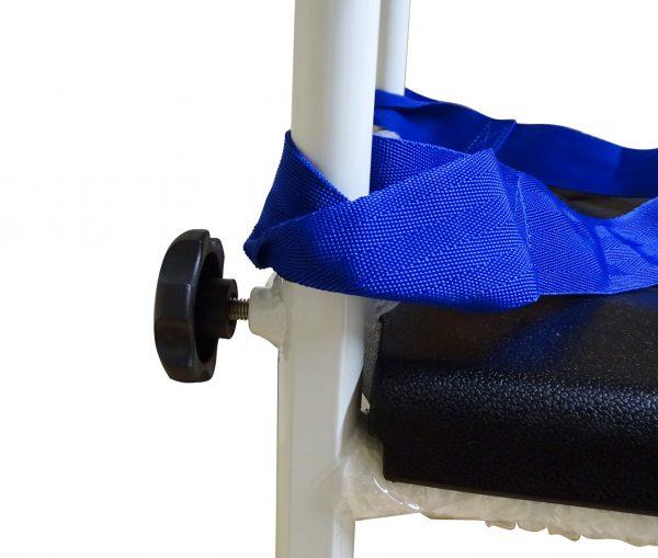 Blue strap on a white pole